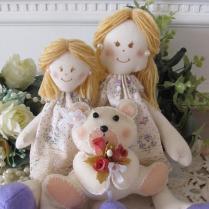 Bonecas com ursinho de feltro