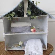 Armarinho: Casinha de boneca feita de papelão